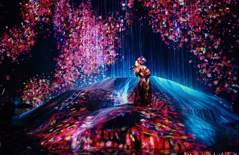 《歌手当打之年》米希亚又一次精心布置舞台,人景合一美仑美奂