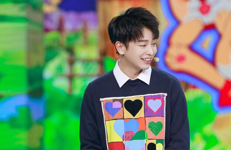 彭昱畅参加《快乐大本营》,张杰提到吻戏,有谁注意他的反应?
