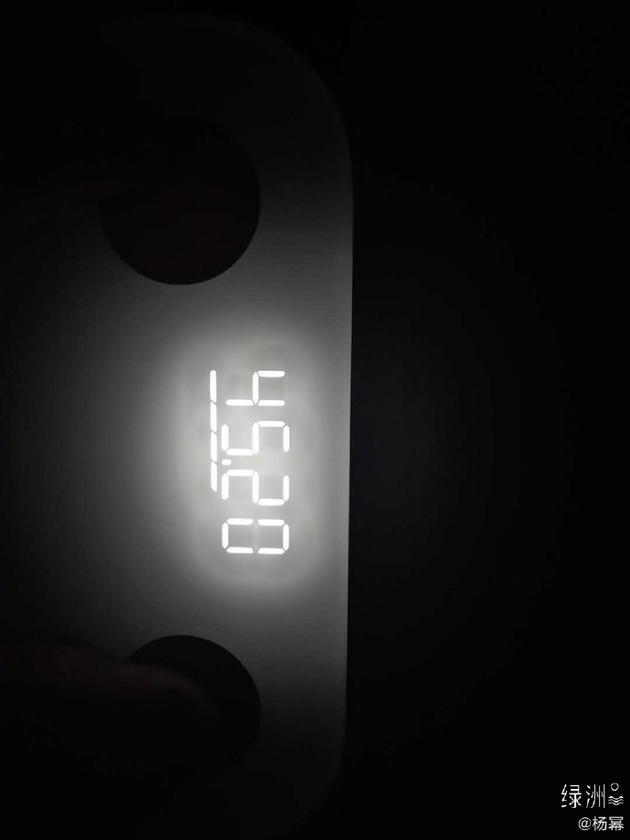 杨幂绿洲晒最新体重45.2kg 在家做美食不胖还瘦了