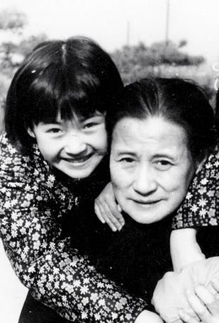 许晴生日PO家人旧照 超高颜值网友感慨败给基因