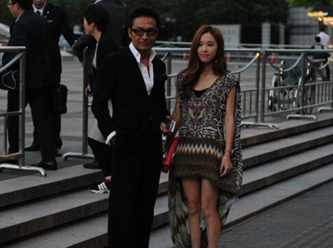 马景涛与妻子甜蜜现身 十指紧扣破离婚传闻