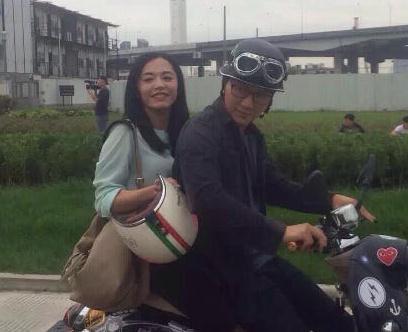 李晨新片骑摩托载姚晨 网友:后面是冰冰就好了