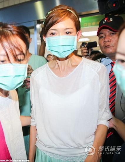 林志玲探望八仙尘爆伤患 口罩遮面眼眶泛红