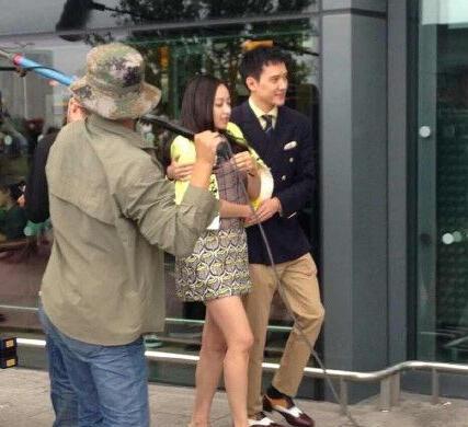 冯绍峰被曝与宋茜因戏生情 两人片场举止亲密