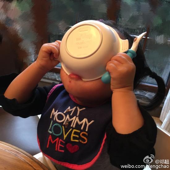 邓超女儿吃饭豪爽获点赞 扒扒邓超孙俪浪漫情史