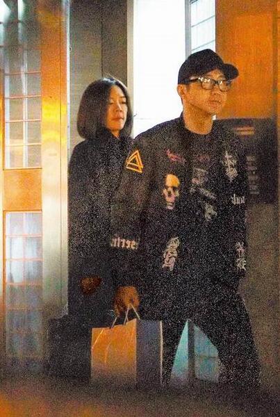 庾澄庆再奔女友家甜欢两小时 共度元旦最后假期