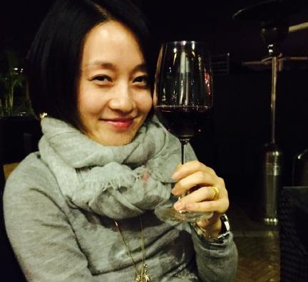 马伊琍约女友人喝酒 纪念十几年前互相慰藉的夜