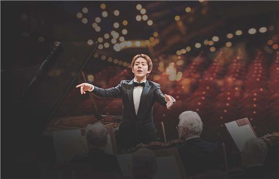 李云迪首次挑战演奏指挥全球发布肖邦协奏曲大碟