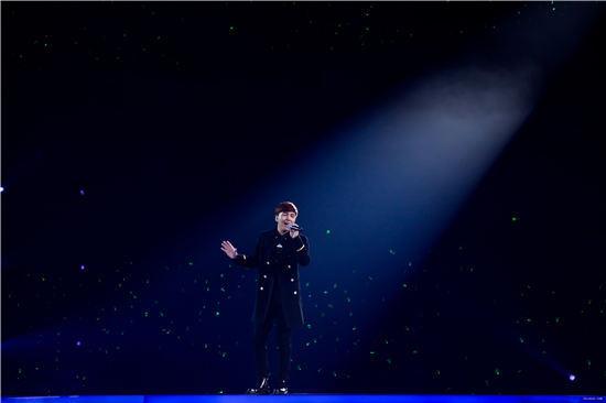 旦增尼玛现身李健演唱会 与恩师合唱《九月+牧歌》