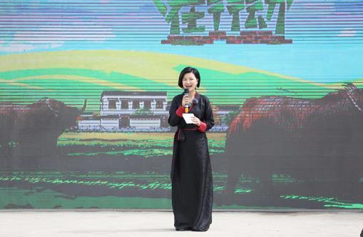 《我们在行动》任贤齐赶牛捡粪体验放牧 郭晓东走访企业挖掘新思路
