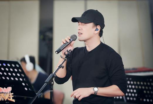 王耀庆《跨界歌王》副部长深夜抵达北京 单独排练合唱曲