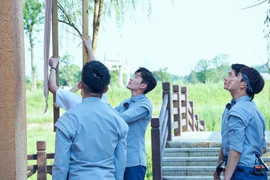 《勇敢的世界》明日播出,张翰、杜江挑战高难度俯卧撑(图集)