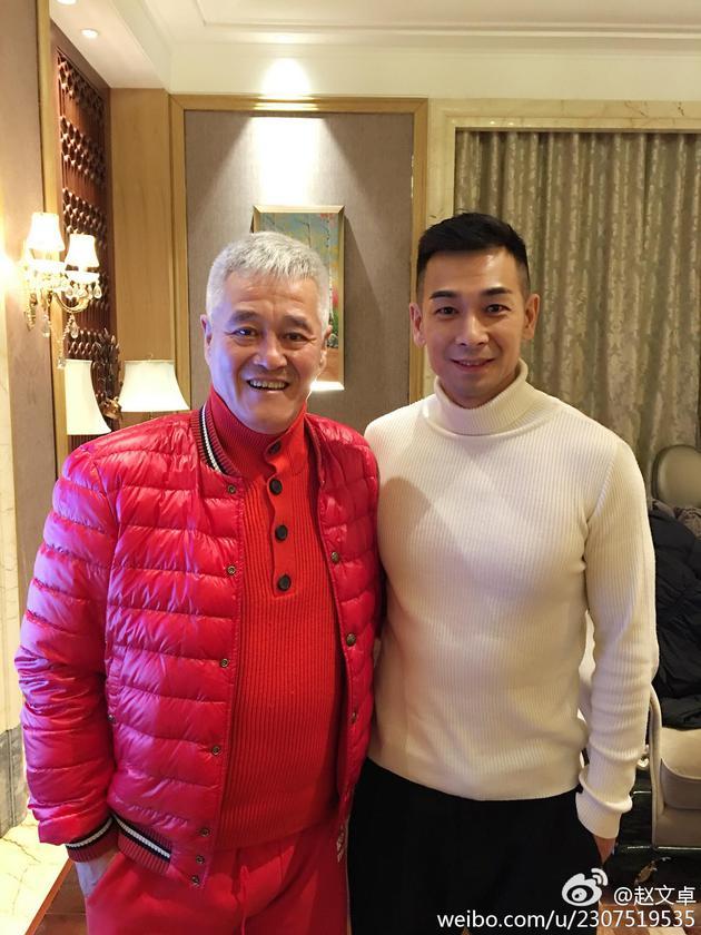 赵文卓晒与赵本山合影 网友:要加入乡村爱情了?