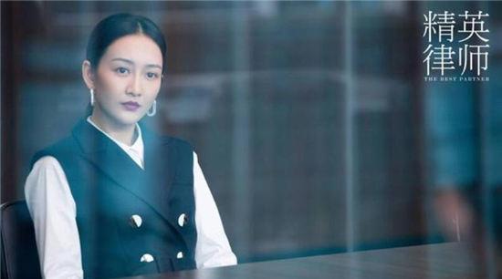 【美天棋牌】《精英律师》蓝红为什么投入大15岁的现任怀抱?为什么选择抛弃罗槟?