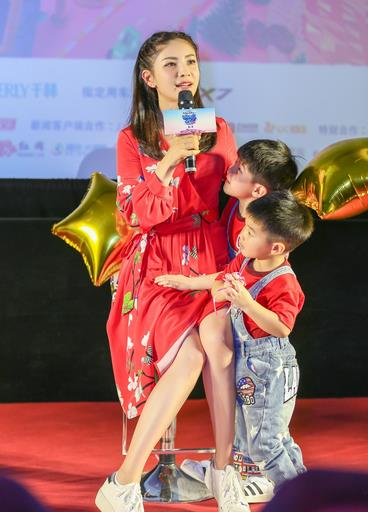 """《妈妈是超人2》激萌上线  胡可""""放手式""""育儿法暖人心"""
