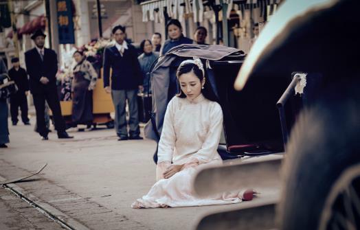 【美天棋牌】《远大前程》佟丽娅女装惊艳四座 虐心收官引观众泪崩