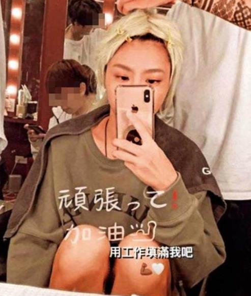 黄鸿升女友峮峮忍痛复工 扮机械女战士展笑颜