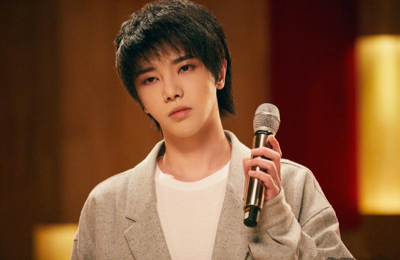 华晨宇再次勇夺《歌手当打之年》第一名,朴素演唱让人耳目一新