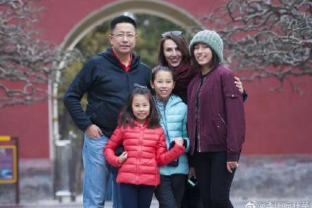 李阳否认复婚称是亲人 会一起抚养孩子做好父亲