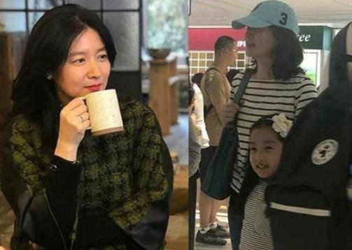 李英爱逛街戴帽掩人耳目 与女儿穿亲子装超温馨