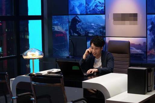 """《【摩臣娱乐登录地址】张海宇破次元客串《精英律师》 与靳东""""再续前缘""""》"""