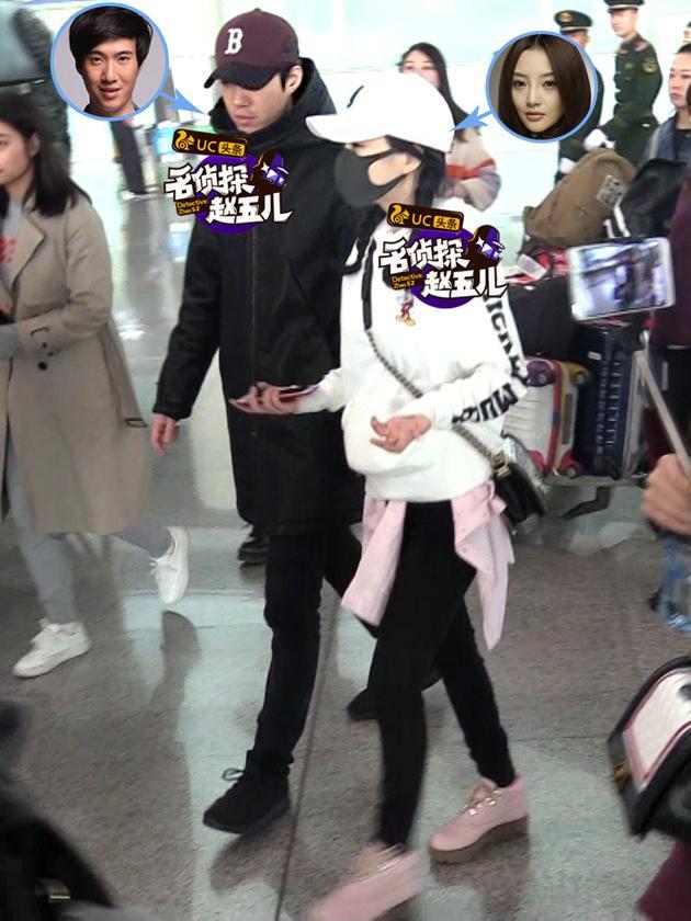 李小璐麻花辫配粉鞋显少女 与常远机场同行热聊