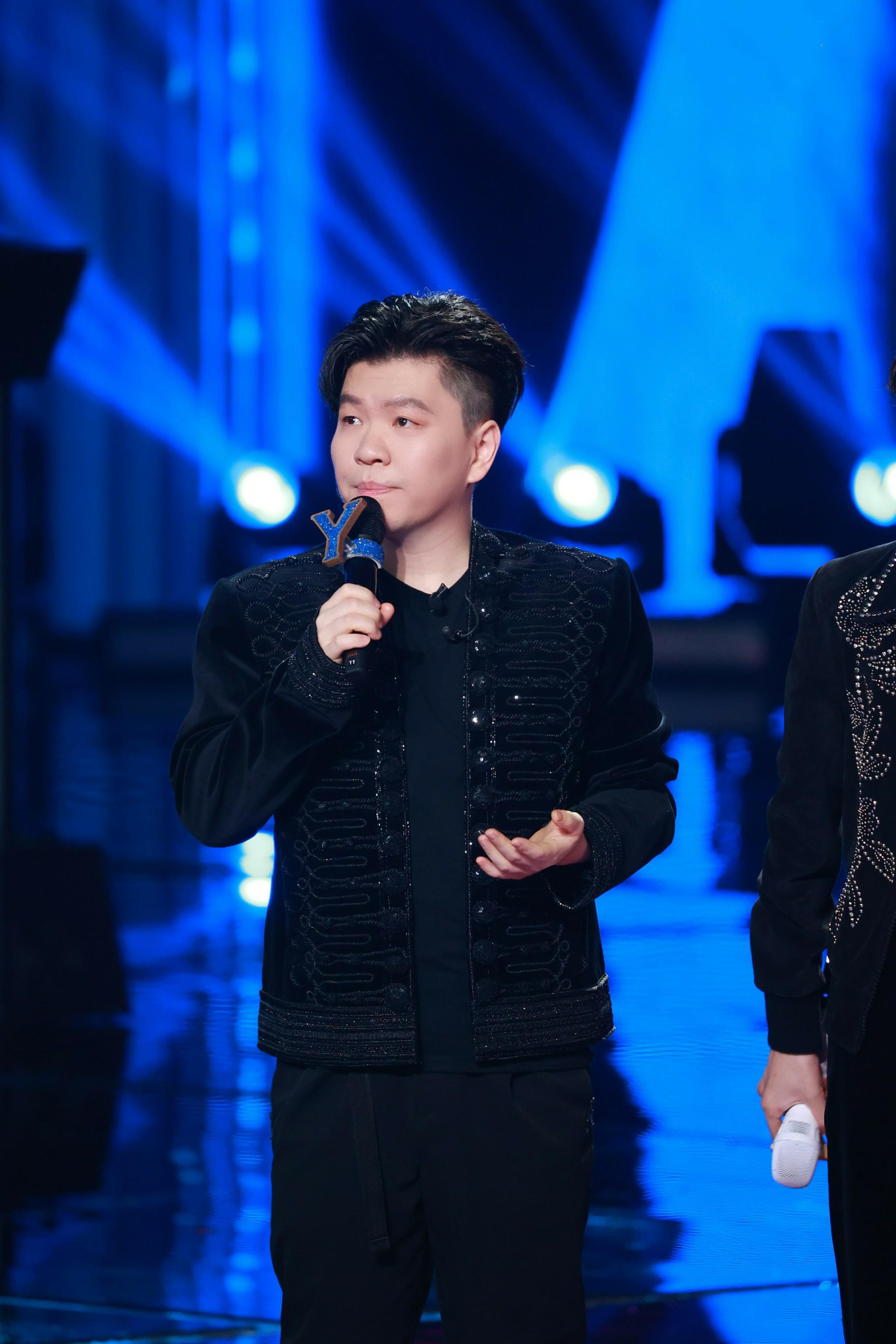 """《【摩臣平台登录地址】《中国梦之声?我们的歌》""""勤深深""""合体献唱粤语版《爱情转移》王源舞蹈获赞》"""