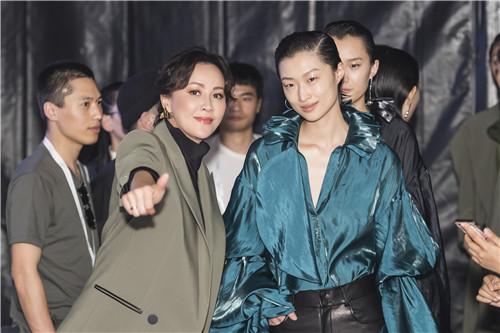 【美天棋牌】刘嘉玲携个人品牌再登上海时装周