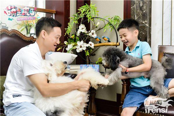 【美天棋牌】《萌主来了》张智霖与导盲犬亲密互动