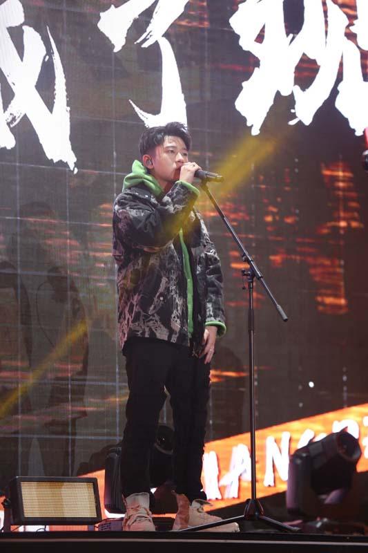 王艺泰《奔跑吧》录制黄河首秀 改编唱《故乡的云》