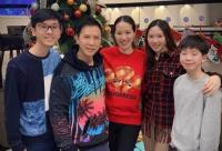 甄子丹在个人社交平台第三次晒出全家庆祝圣诞节的照片