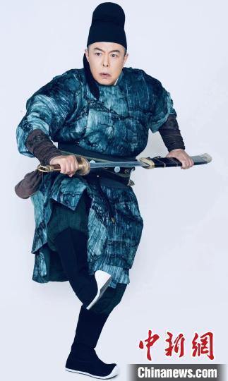 【美天棋牌】张国立首次执导话剧《我爱桃花》在深圳上演