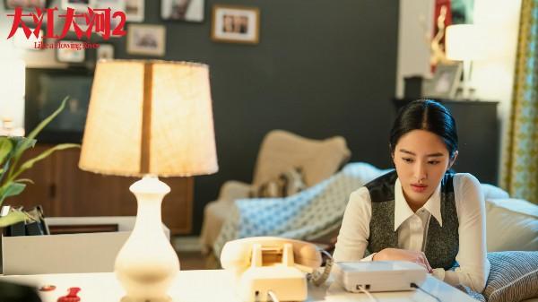 《大江大河2》梁惊艳亮相 杨采钰的原版英语很受欢迎