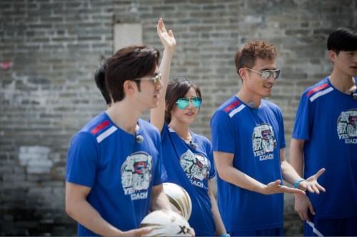 《教练》陈妍希变麻辣包 李治廷与鸡对话