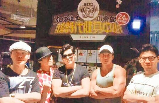 光辉平台主管周杰伦健身秀肌肉 网友:公举发福了?
