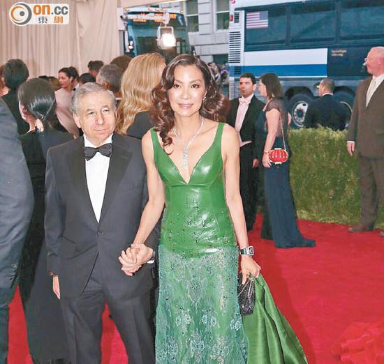 杨紫琼年底嫁法拉利总裁 挑名牌包心情好