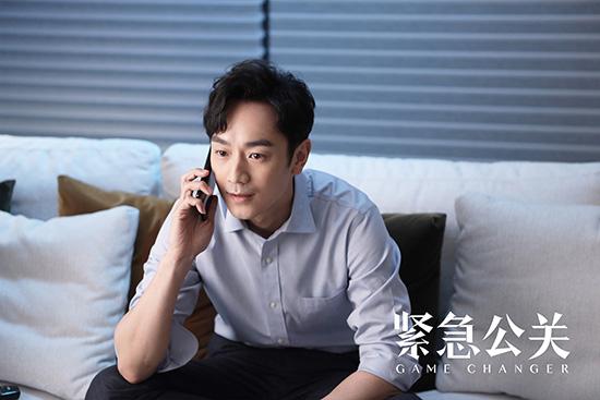 【美天棋牌】黄晓明《紧急公关》即将登陆CCTV-8黄金档 主海报打响开年剧集首战