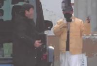 有媒体晒出了近日拍摄到王宝强带着儿子王子豪一起现身工作室的画面
