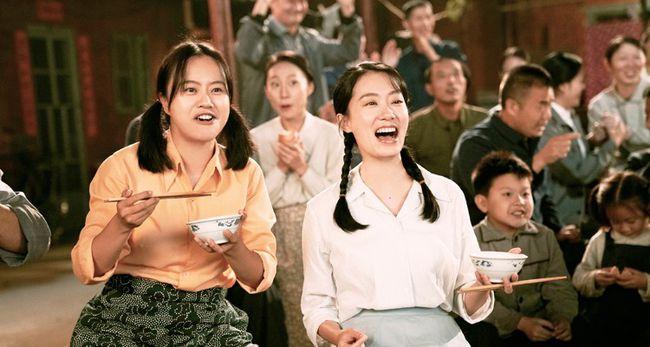 """《你好,李焕英》发布全新预告 大年初一贾玲张小斐沈腾""""让你更高兴"""""""