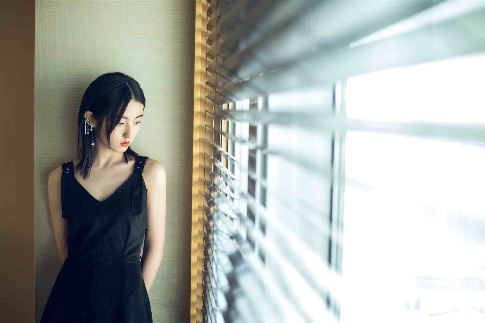 张子枫新片《亲爱的新年好》在京首映礼 与白百何暖心互换礼物许愿新年