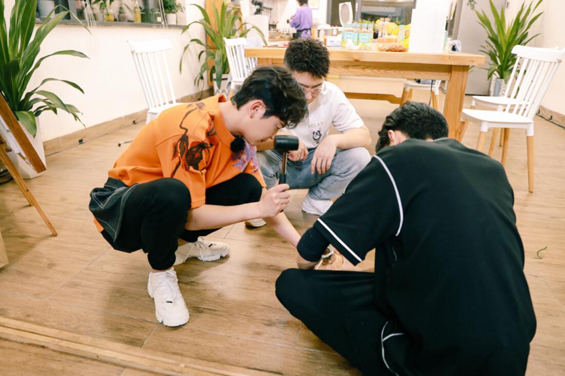 《美味夜行侠》尹正、陈小贤、孟鹤堂、朱九良穿着cos服营业 极定居令人捧腹