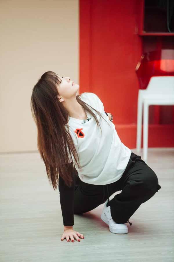 《【恒耀代理平台】胡静《不屑完美》小考第一 首跳女团舞飒爽惊喜》