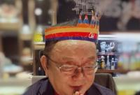 张国立晒王刚生日许愿照::刚刚祝你快乐成长