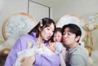 王祖蓝晒出一家四口合照 幸福宣布妻子李亚男二胎得女