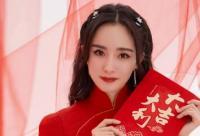 杨幂新春美照释出 甜笑迷人