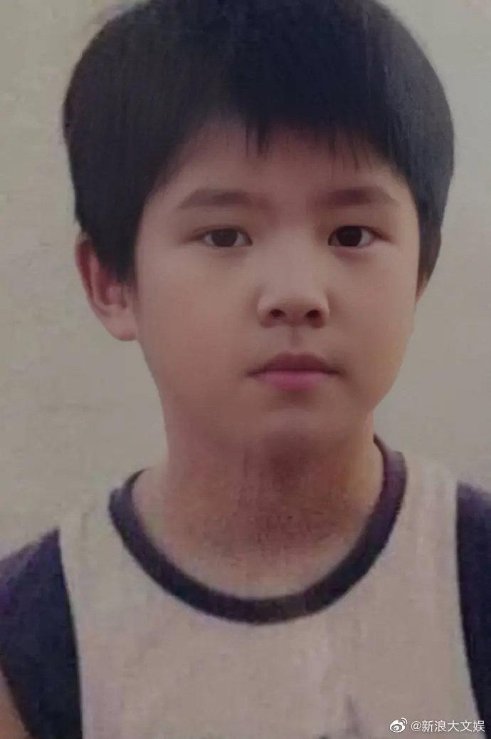 刘昊然童年照曝光 眉清目秀发型一直很时髦