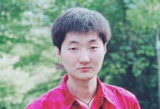 光辉娱乐官方网址44岁王大治近照曝光,脸部圆润身材发福变化大