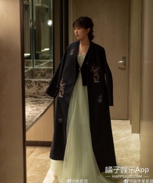 李子柒获2020微博之夜年度热点人物,红毯造型尽显东方美