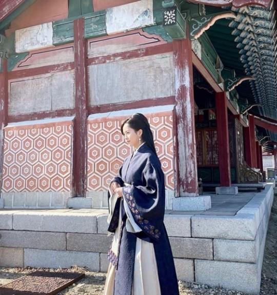 《【摩臣手机客户端登录】韩剧《月升之江》否认造型是中国古装 称参考古墓壁画》