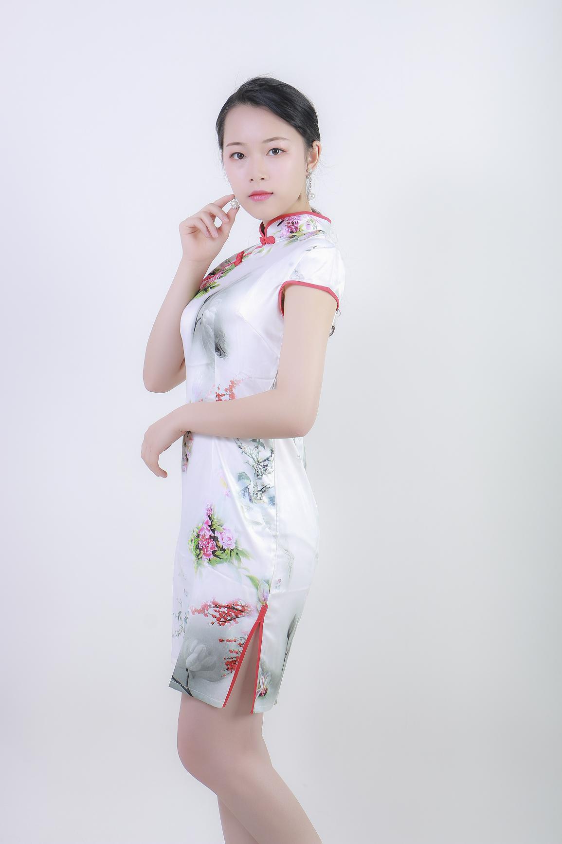 模特谢雨欣-甜美淑女风格,演艺之路新起航